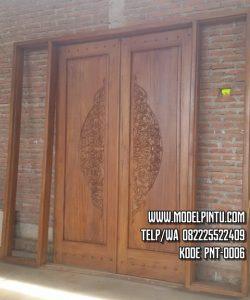 Pintu Utama Masjid Jati Ukiran
